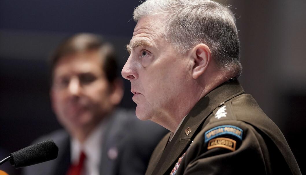 USAs forsvarssjef, general Mark Milley, vil vurdere å endre namn på militærbasar som er oppkalla etter sørstatsgeneralar, stikk i strid med det president Donald Trump meiner.
