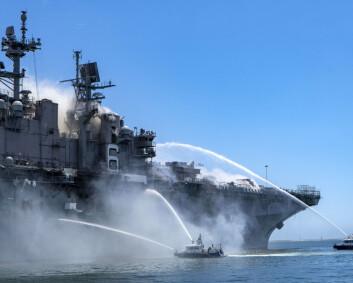 Militært fartøy i brann i San Diego