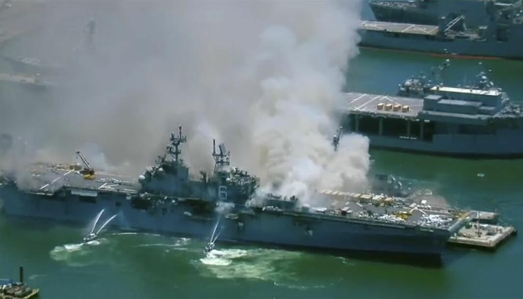 USS Bonhomme Richard sett fra luften.