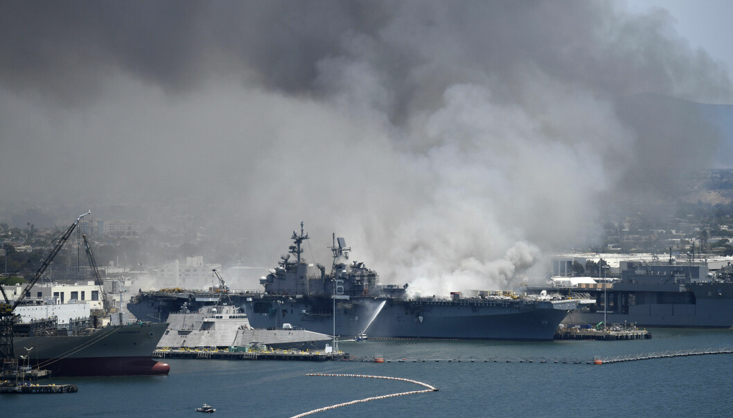 Andre militære fartøyer ble flyttet etter at brannen brøt ut på USS Bonhomme Richard.