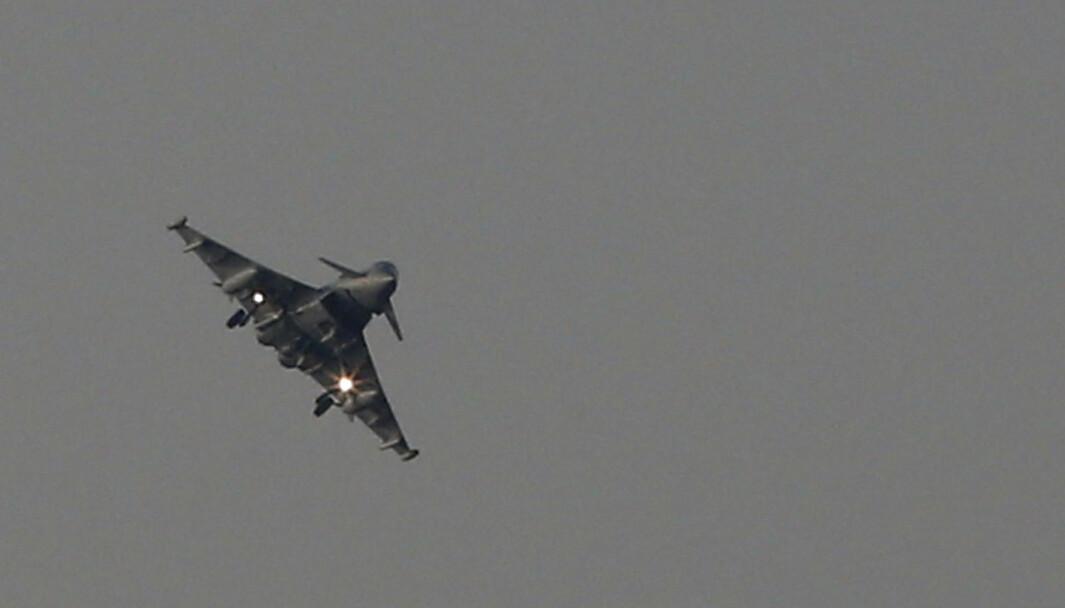 Et Typhoon-kampfly går inn for landing ved Royal Air Force sin base på Kypros i 2018.