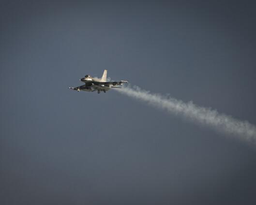 Danske F-16 brøt lydmuren da de rykket ut til fly med bombetrussel