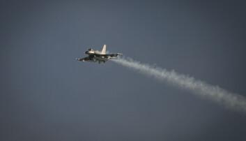 Danske F-16 brøt lydmuren – rykket ut til fly med bombetrussel