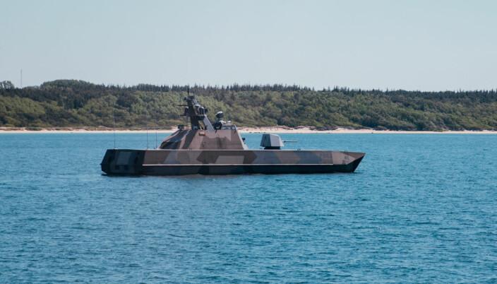 KNM Glimt avbildet mens hun driver styrkebeskyttelse under øvelse Baltops i 2019. I disse dager seiler hun langs kysten i Sør-Norge.