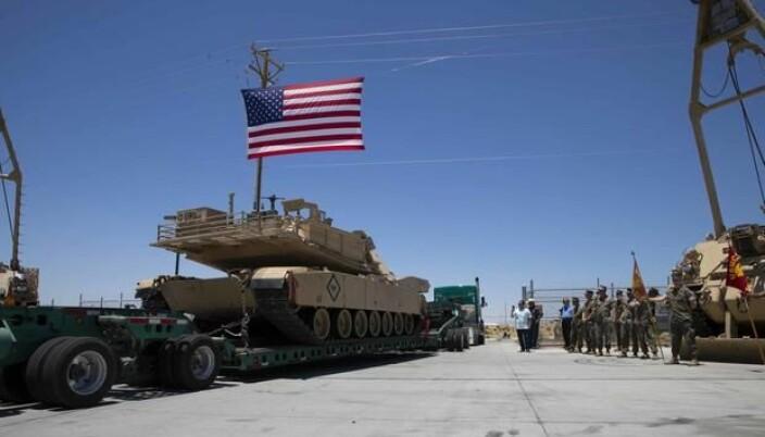 En stridsvogn fra 1st Tank Battalion i US Marine Corps fraktes i forbindelse med at avdelingen omstruktureres.