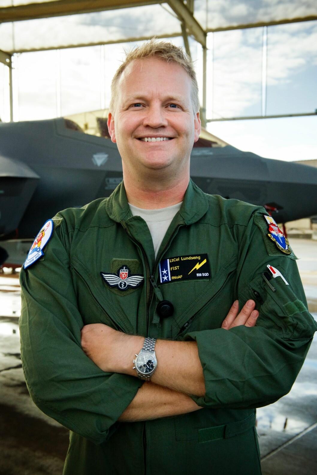 MENNESKET OG MASKINEN: Odd-Ivar Lundseng jobber som\nlege for de norske F-35-pilotene på Luke Air Force Base i Arizona. Han er opptatt av hvordan mennesket interagerer i og med\nmaskinen.