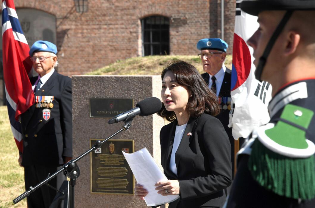 Sør-Koreas nye ambassadør til Norge, Nam Young-sook taler ved minnesmerket over det norske bidraget til Korea-krigen på Akershus festning.