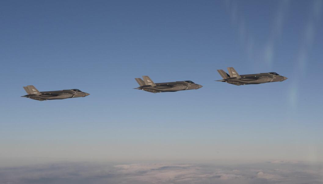 Hadde det ikke vært trygt å operere F-35 på Evenes da hadde jeg sagt i fra, skriver Ståle Nymoen. Her ser vi tre F-35 kampfly.