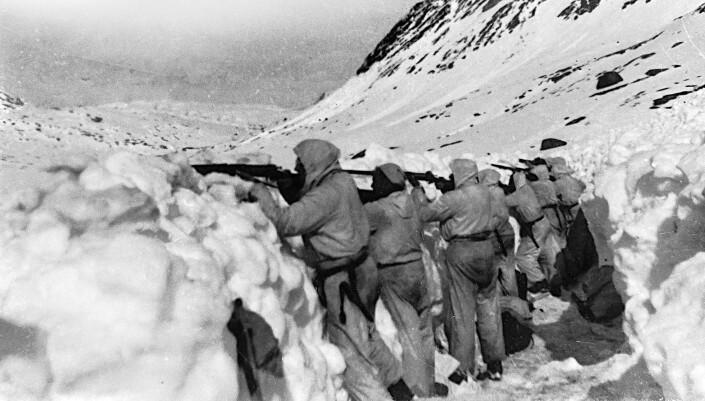 Norske soldater i stilling ved fronten i fjellene rundt Narvik.