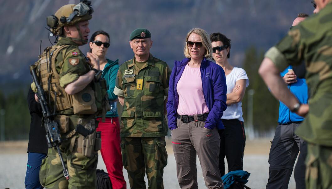 Anniken Huitfeldt under et tidligere besøk hos Hæren.