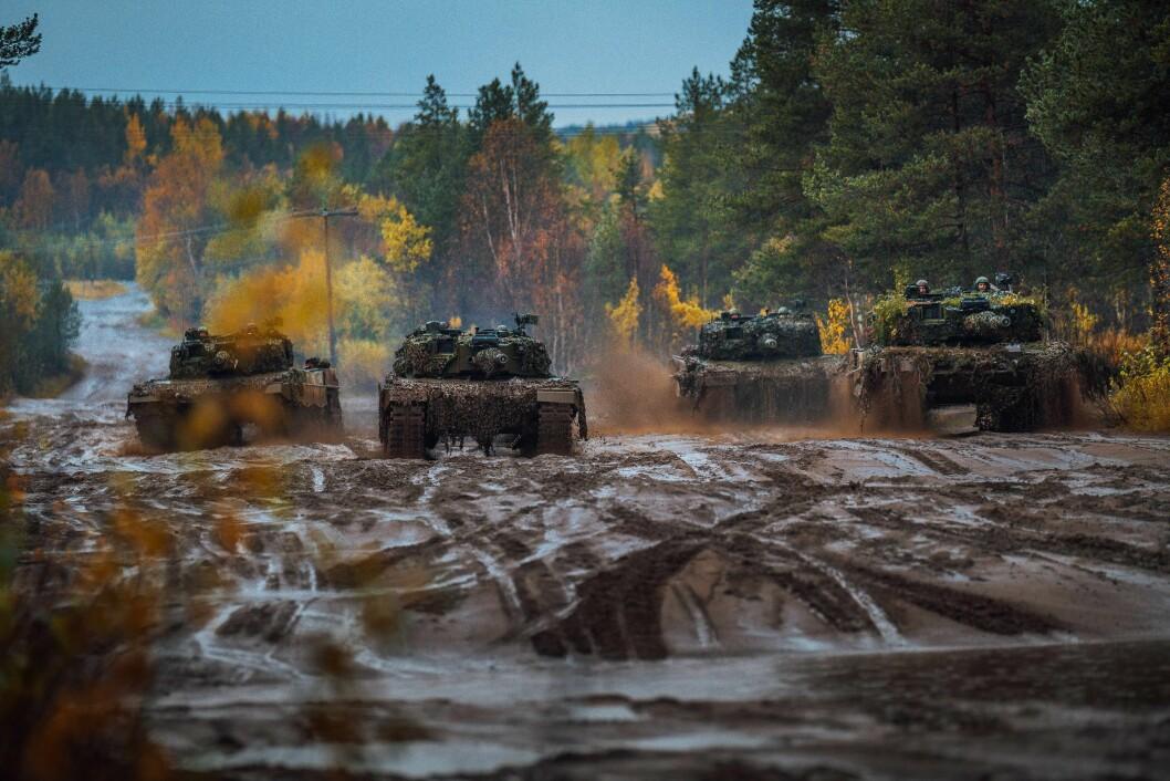 Stridsvogner fra Panserbataljonen øver i Troms. (Foto: Ole-Sverre Haugli/Forsvaret)