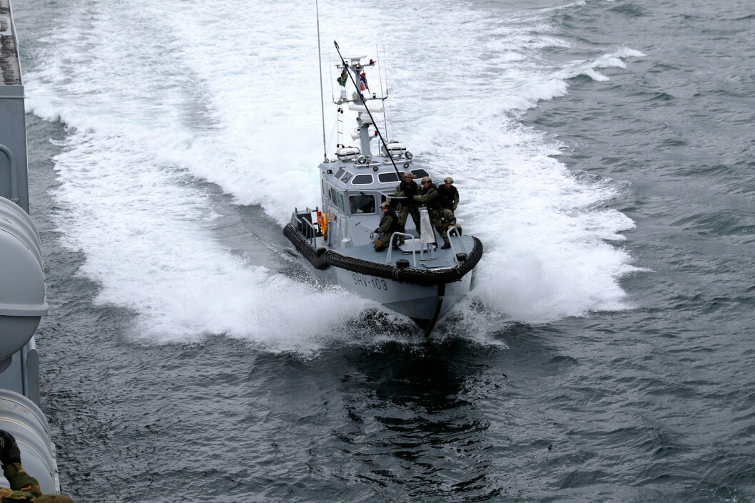 Innsatsstyrke Anklet i HV-16 øver på bording sammen med Kystvakten i Andfjorden. Sjøheimevernet ble lagt ned i 2016. Foto: HV-16.