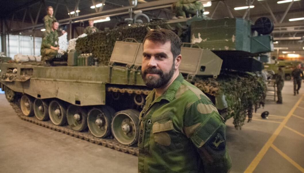 KLAR TIL STRID: Kommandersersjant Odd Einar Nygård i Telemark bataljon sier avdelingen er på vei ut i øvingsområdet denne helga. FOTO: PAAL RAVNAAS