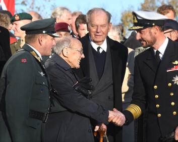 Krigshelten Ragnar Ulstein gravlegges på statens bekostning