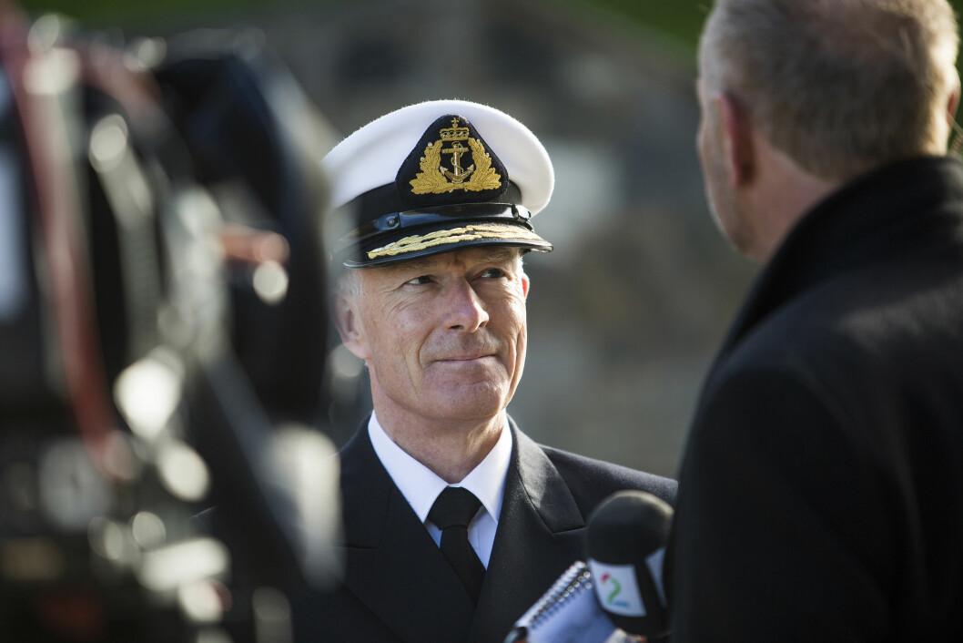 Går av: Haakon Bruun-Hanssen går av som forsvarssjef i august. Nå starter jakten på hans etterfølger (Foto: Forsvaret).