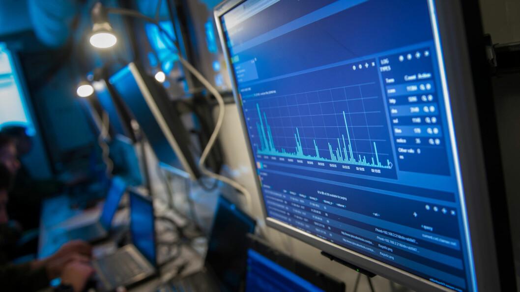 Ifølge den danske etterretningstjenesten er den høyeste trusselen mot Danmark cyberangrep. Bildet viser en øvelse på Forsvarets ingeniørhøgskole i 2014. Foto: Daniel Nordby.