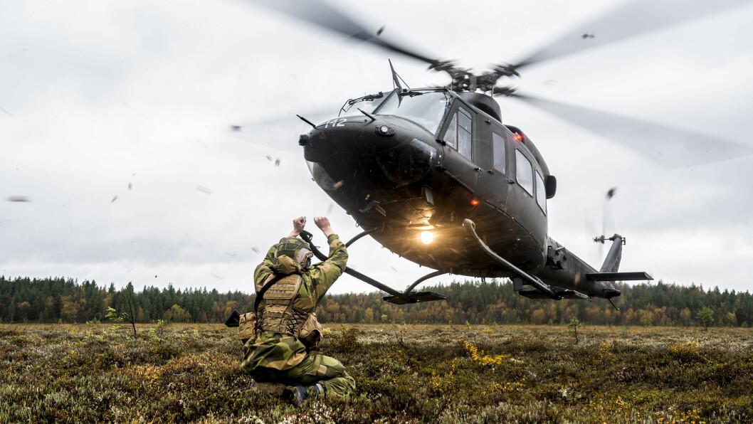 FLYTTES: Snart vil tre Bell 412 være stasjonert på Bardufoss, mens 15 helikoptre vil stasjoneres på Rygge. Arkivfoto