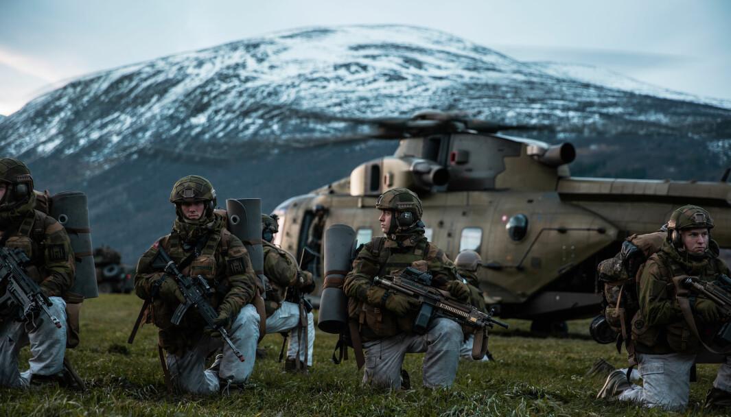 EFFEKT: Et av tiltakene som vil gi størst effekt for Forsvaret er å gi tillit, skriver Simon Fjeldavli. Her ser vi soldater under øvelse Trident Juncture.