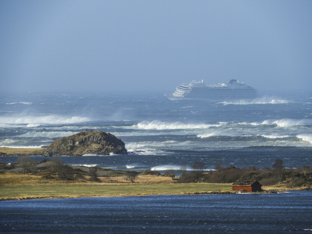 Cruiseskipet Viking Sky sendte lørdag ut mayday-melding - det var i ferd med å drive inn mot land, opplyste Hovedredningssentralen. Foto: Frank Einar Vatne /NTB Scanpix