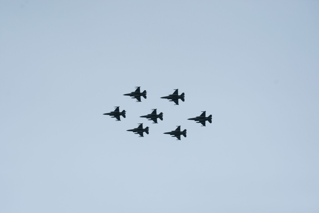 Formasjon: Syv F-16 forlot Ørland flystasjon 1. april. De gjenværende F-16-flyene skal nå operere fra Bodø (Foto: Jan Terje Hellemsbakken / Forsvaret).