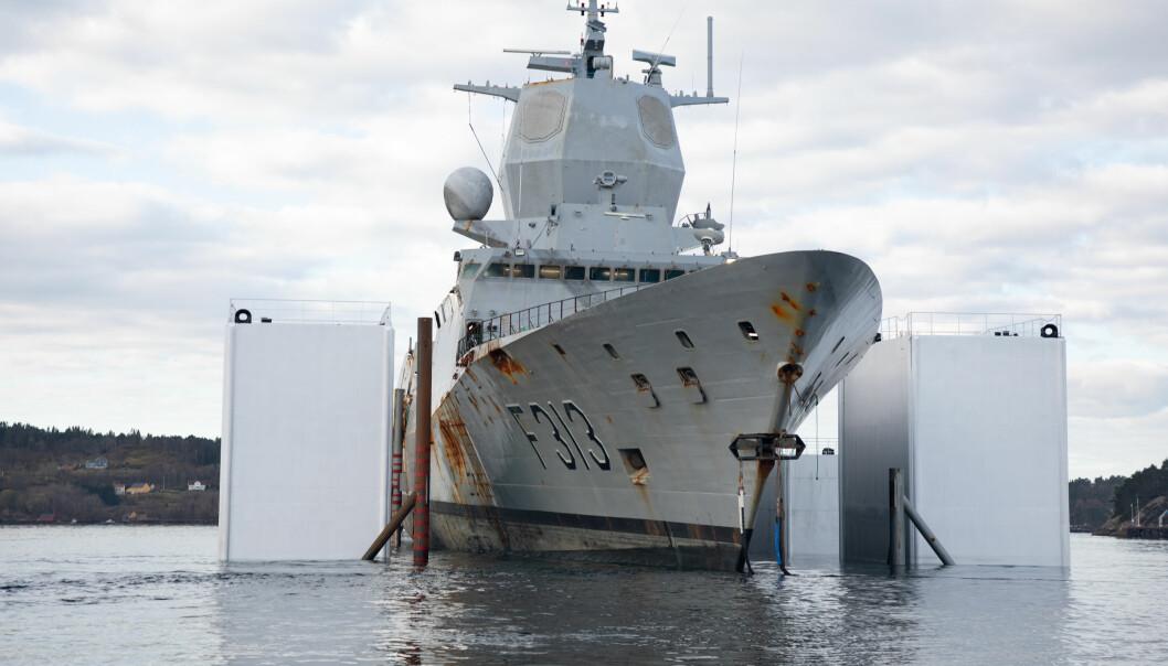 Forsvarets operative evne til sjøs er svekket etter forliset av Helge Ingstad sier Forsvarssjef Haakon Bruun-Hanssen. Her sjøsettes fregatten etter ulykken.