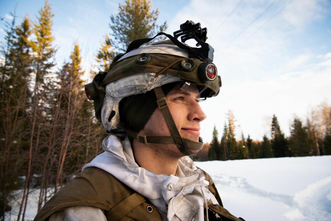 På øvelse i Sverige kriget 2000 soldater med simulatorvest og sensorer på hjelmen.