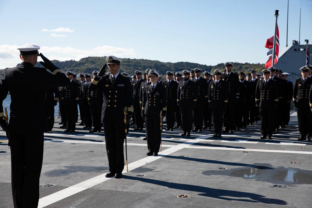 NY FREGATTSJEF: Mandag 6. mai overtok kommandørkaptein Arild Skoge kommandoen på fregatten KNM Thor Heyerdahl. Foto: Emil Wenaas Larsen / Sjøforsvaret