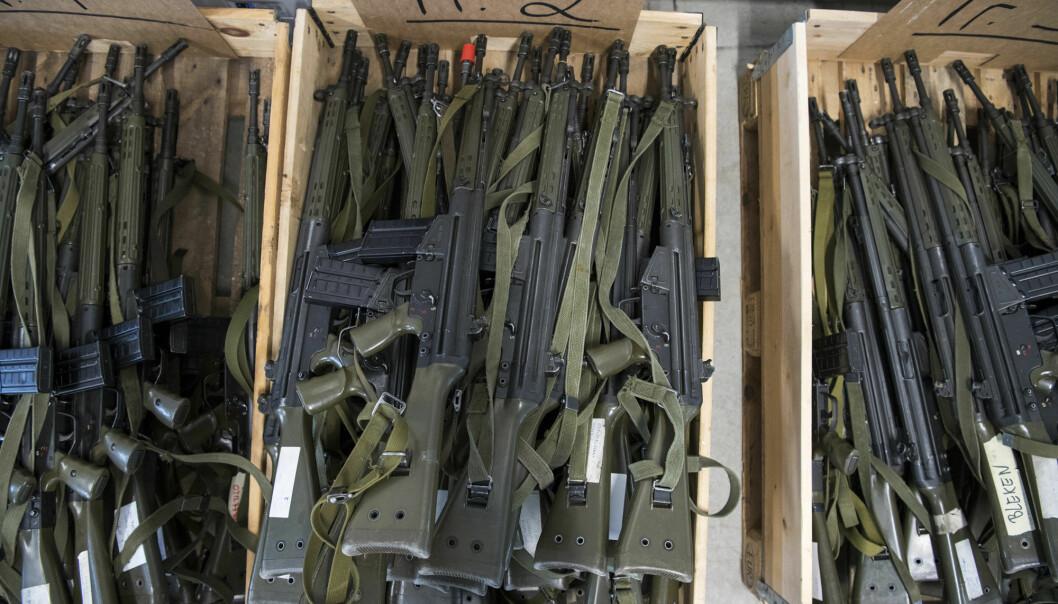 En tysk elitesoldat gjemte flere våpen 40 cm ned i bakken i sin egen hage (Illustrasjonsfoto).