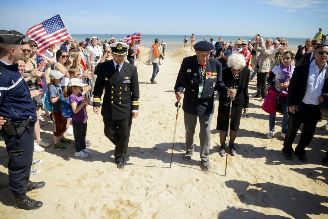 I 2014 tok Forsvarets forum med 96 år gamle Manfred Mosberg tilbake til Sword Beach på D-dagen. Det ble eit rørande augneblikk.