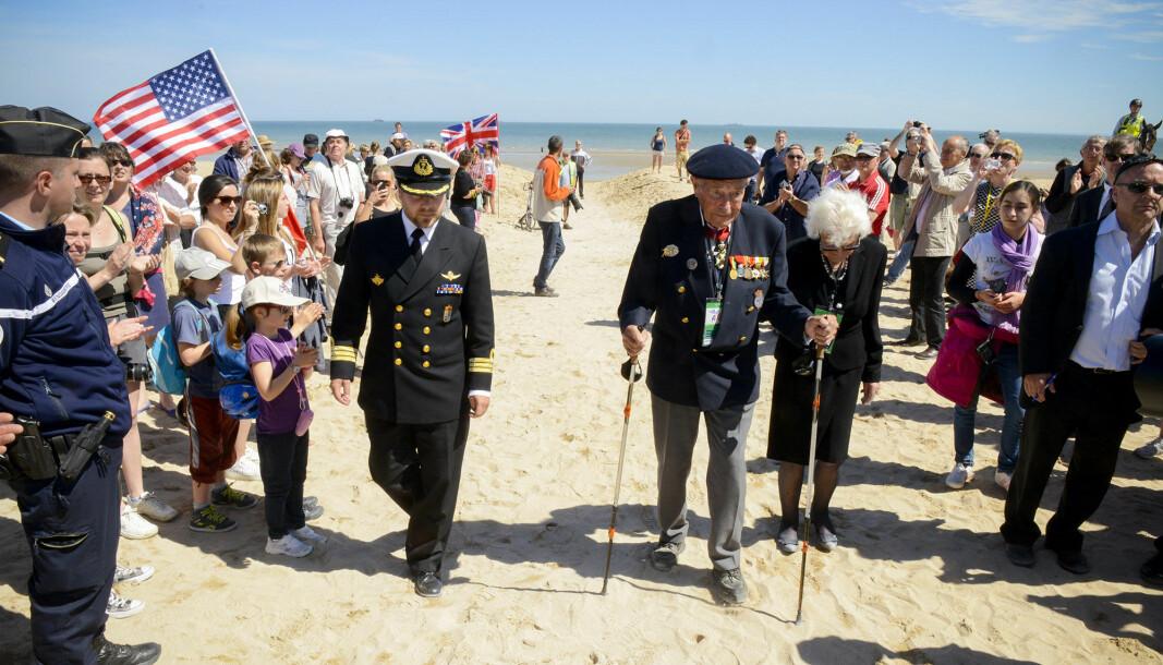 VETERAN: I 2014 tok Forsvarets forum med den da 96 år gamle Monrad Mosberg tilbake til Sword Beach på D-dagen.
