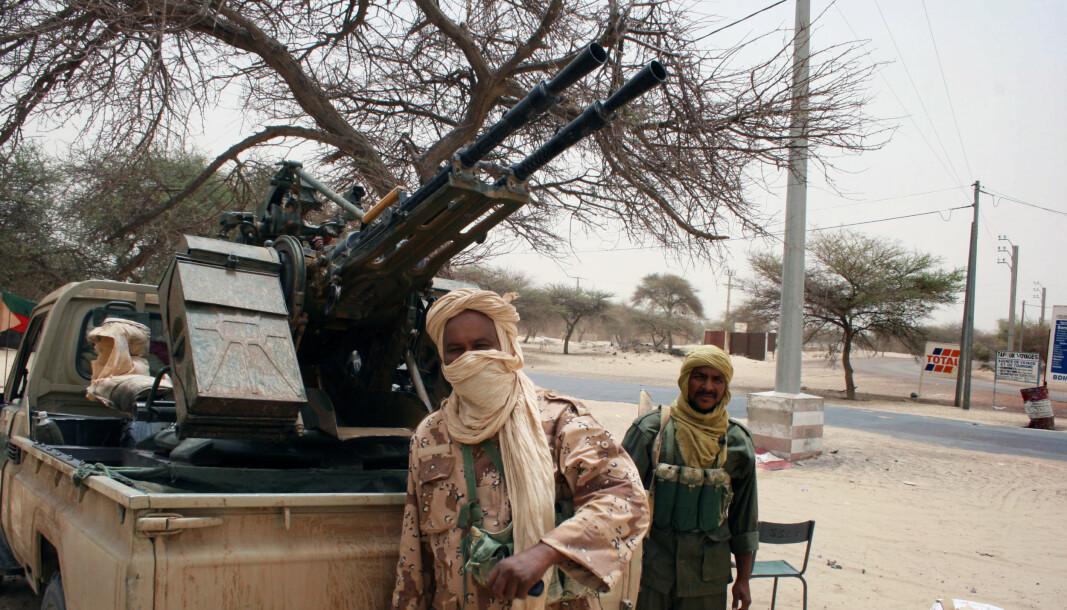 Tuareg-opprørerere fra bevegelsen MNLA - nasjonalbevegelsen for frigjøringen av Azawad står foran et kjøretøy i Timbuktu 11. april 2012.