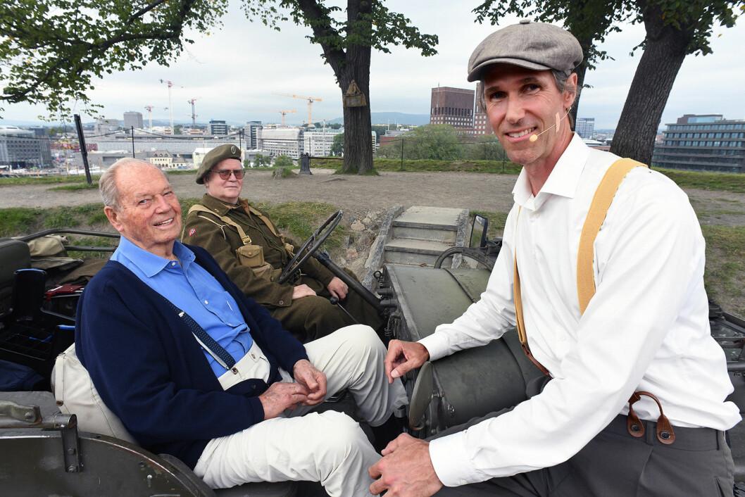 Med Jon Døhl som sjåfør fikk Erling Lorentzen skyss mellom noen av de sju postene. Lorentzen brukte selv en jeep av samme typen da han etter frigjøringen var en del av den kongelige eskorten.
