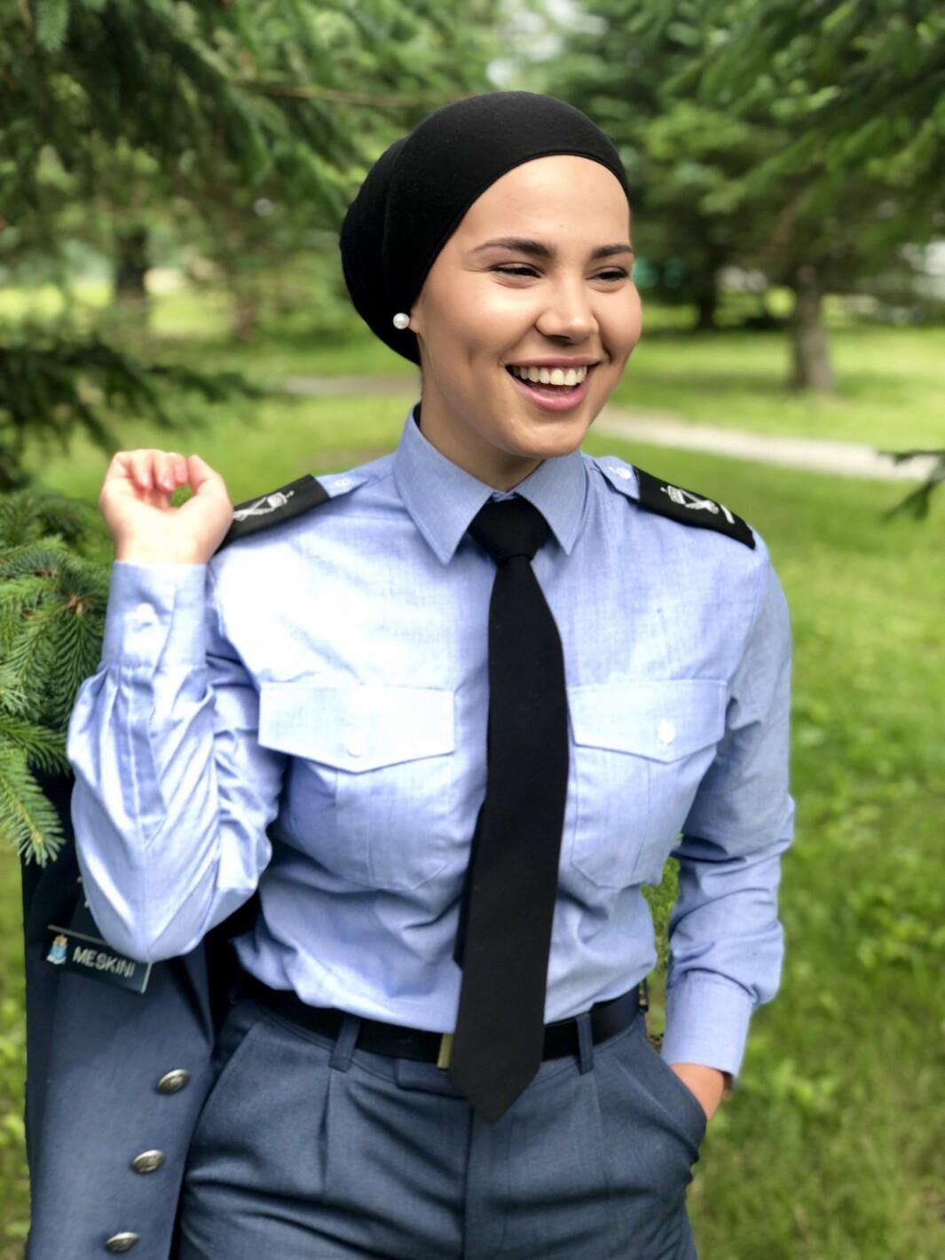Iman Meskini ble kjent som Skam-Sana. Hun har tjenestegjort i Luftforsvaret.