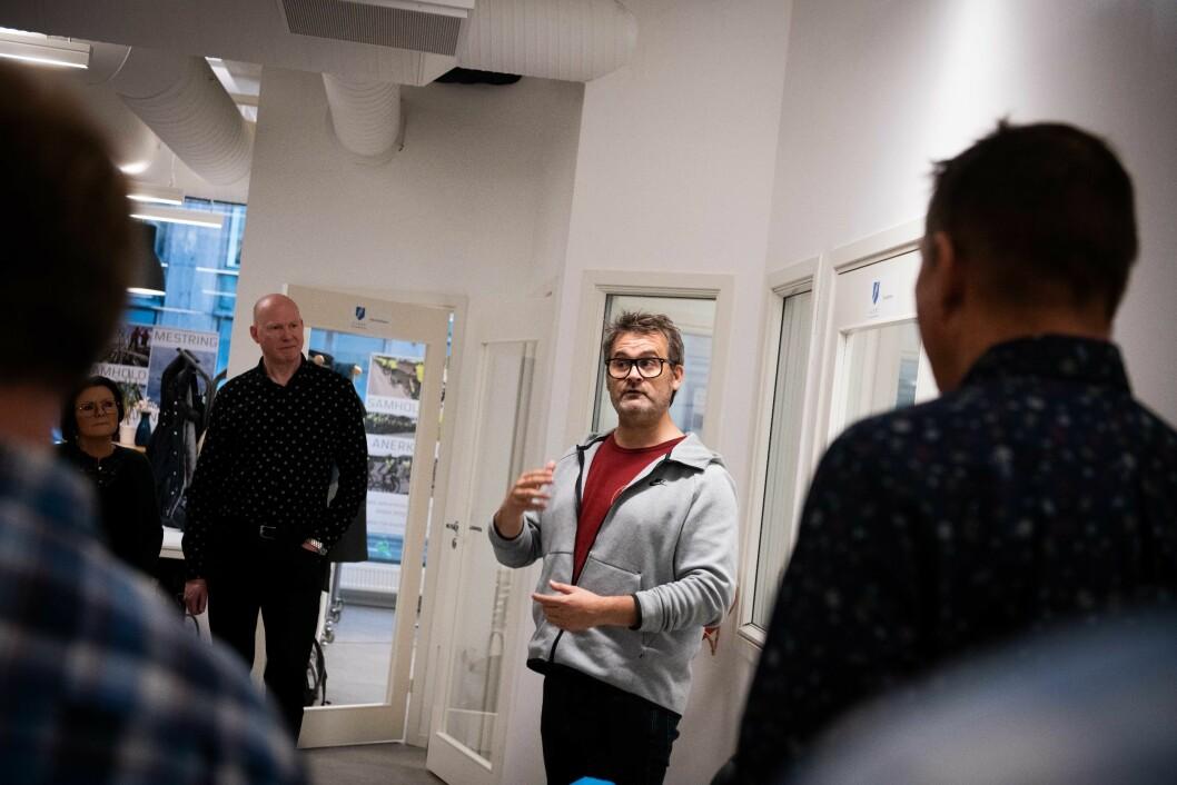 Pris: Thomas Seltzer donerer prispengene på 10.000 kroner fra Mental Helses «Åpenhetspris» 2019 til SIOPS, for å anerkjenne arbeidet forbundet har gjort for veteraner.