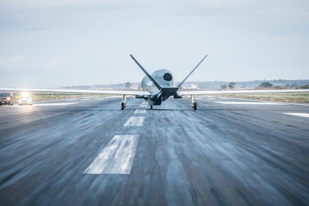 Denne Global Hawken landet på Sigonella-basen i Italia sist torsdag. Foto: Nato