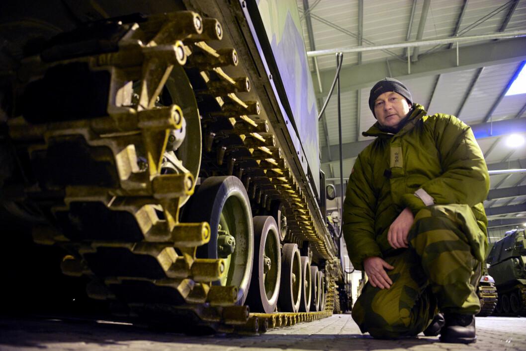 Rakettartilleri til halvannen milliard kroner står på lager i Bjerkvik.