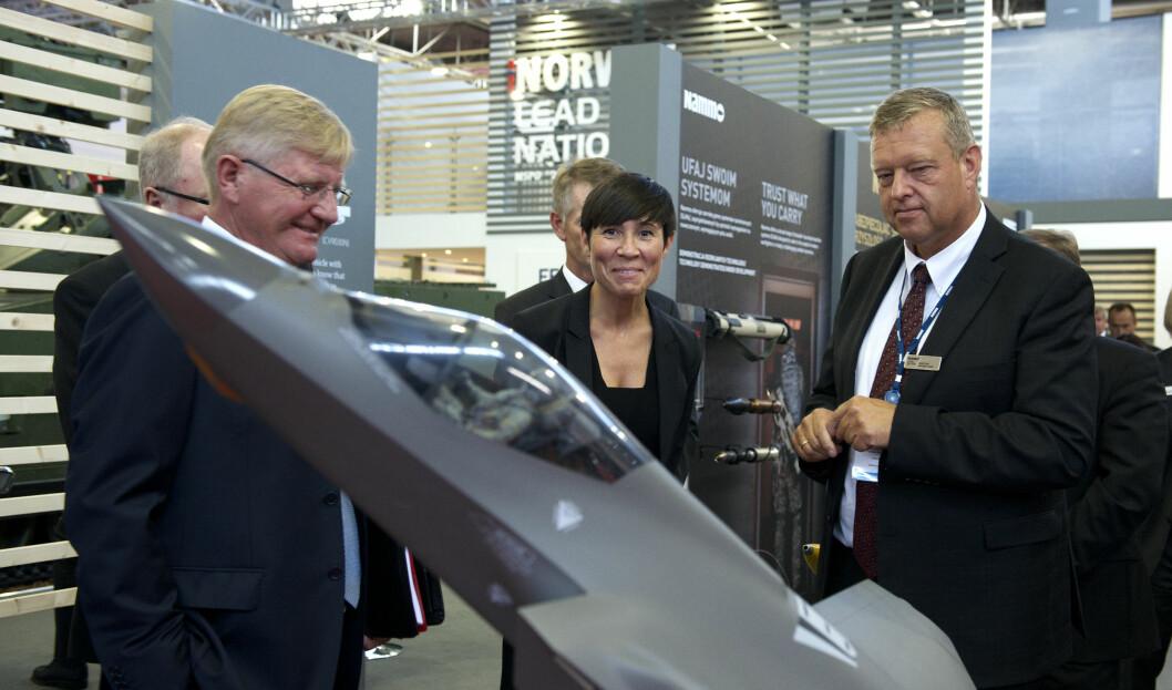 LEDENASJON: Norges våpenindustri var en av hovedattraksjonene under en våpenmesse i Polen 2015, og daværende forsvarsminister Ine Eriksen Søreide stilte opp.
