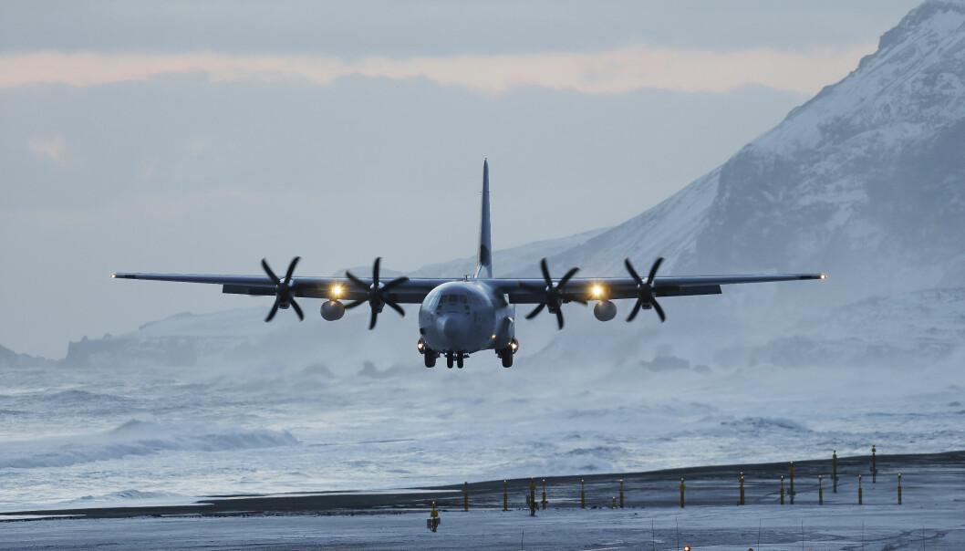 LÆRING: Det er fullt mulig å lære av både egne og andres feil, men det er ikke nødvendigvis enkelt, skriver Rolf Folland. Her ser vi C-130J Hercules på Jan Mayen.