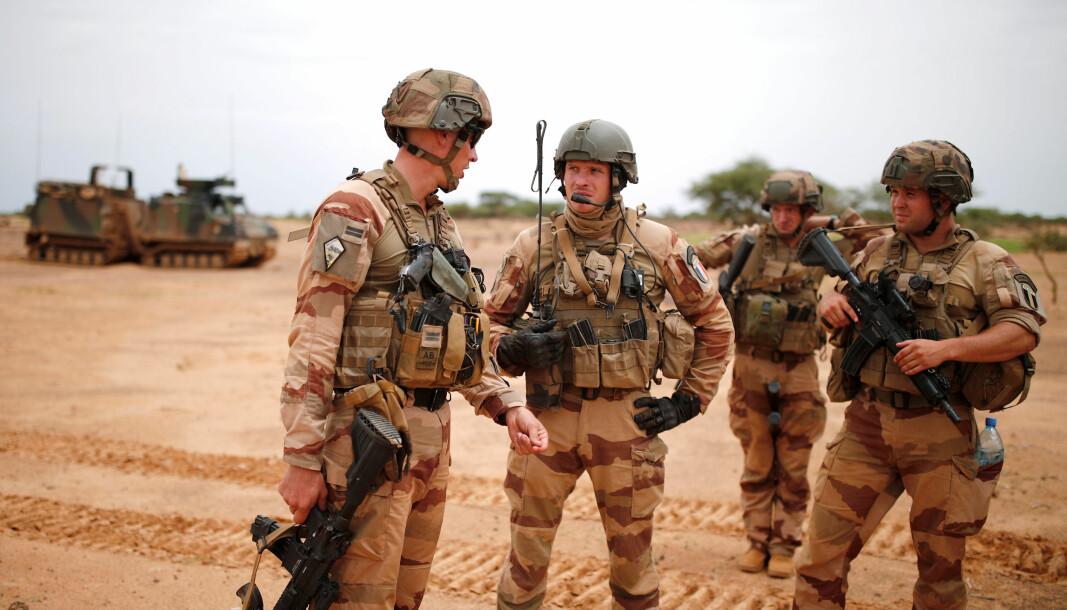 MALI: Franske soldater på patrulje i Ndaki, Mali. Nå reduserer Frankrike sitt militære samarbeid med Mali.