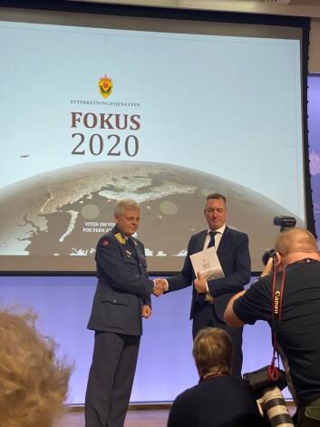 Forsvarsminister Frank Bakke-Jensen fikk E-tjenestens rapport (Foto: Andrea Rognstrand/Forsvarets forum).