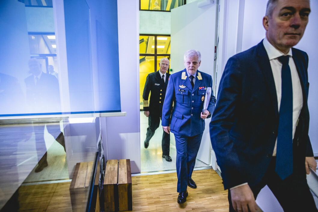 Forsvarssjef Haakon Bruun-Hanssen, sjef for Etterretningstjenesten, generalløytnant Morten Haga Lunde, og forsvarsminister Frank Bakke-Jensen. Foto: Foto: Stian Lysberg Solum / NTB scanpix