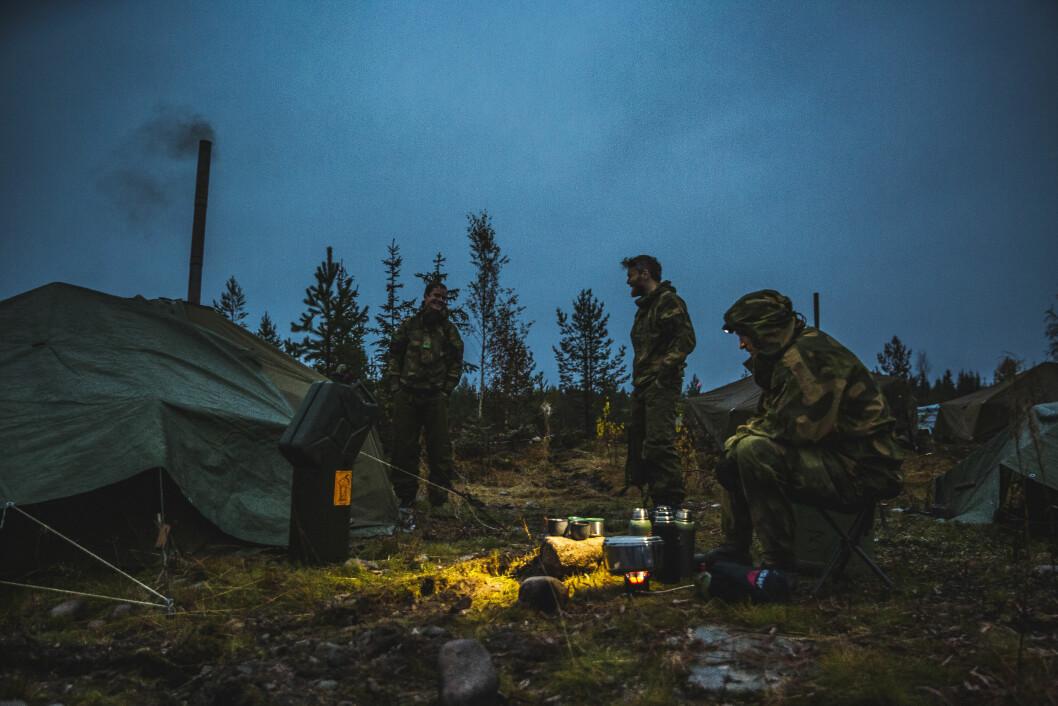 Soldater fra Heimevernet trener sammen med med Telemark Bataljon på Rena. Nå skal soldater i Heimevernet øve fire dager årlig. (FOTO: Mads Suhr Pettersen/Forsvaret)