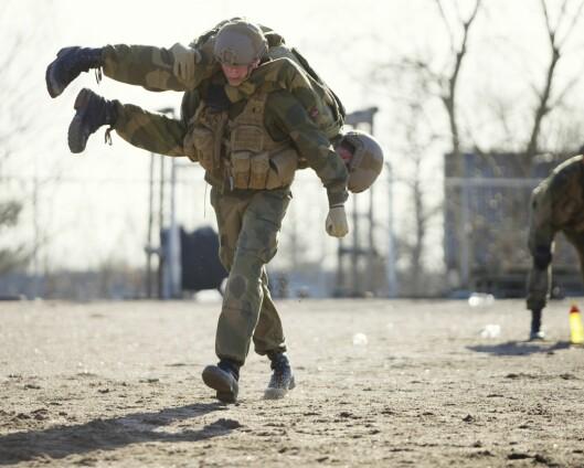Forsvarets høgskole vil ha mer makkertjeneste på bar