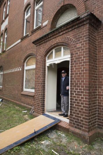 <SPAN style=&#34;FONT-SIZE: 13px; FONT-FAMILY: 'segoe ui', segoe, tahoma, helvetica, arial, sans-serif&#34;>KONTORET: Her er Gudmund Tollefsrud i døren der han for nær 70 år siden gikk inn til sitt kontor i Tysklandsbrigaden.</SPAN><BR>