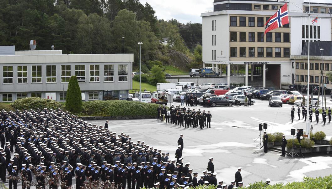 Bildet er fra et tidligere sjefsskifte i Sjøforsvaret. Tre personer har testet positivt for korona.