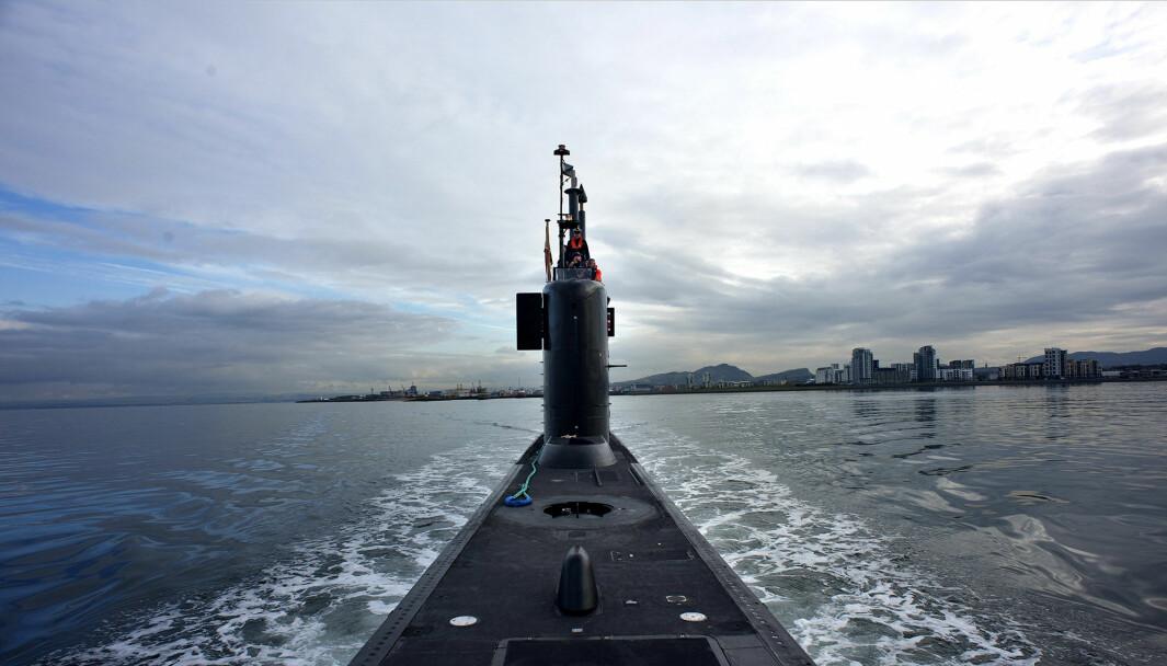 UBÅTER: – Har du flere ubåter, kan du ha flere i sjøen samtidig. Da eksporterer du mer usikkerhet, sier Stensønes. Her er KNM Utstein på vei fra Skottland til Norge.