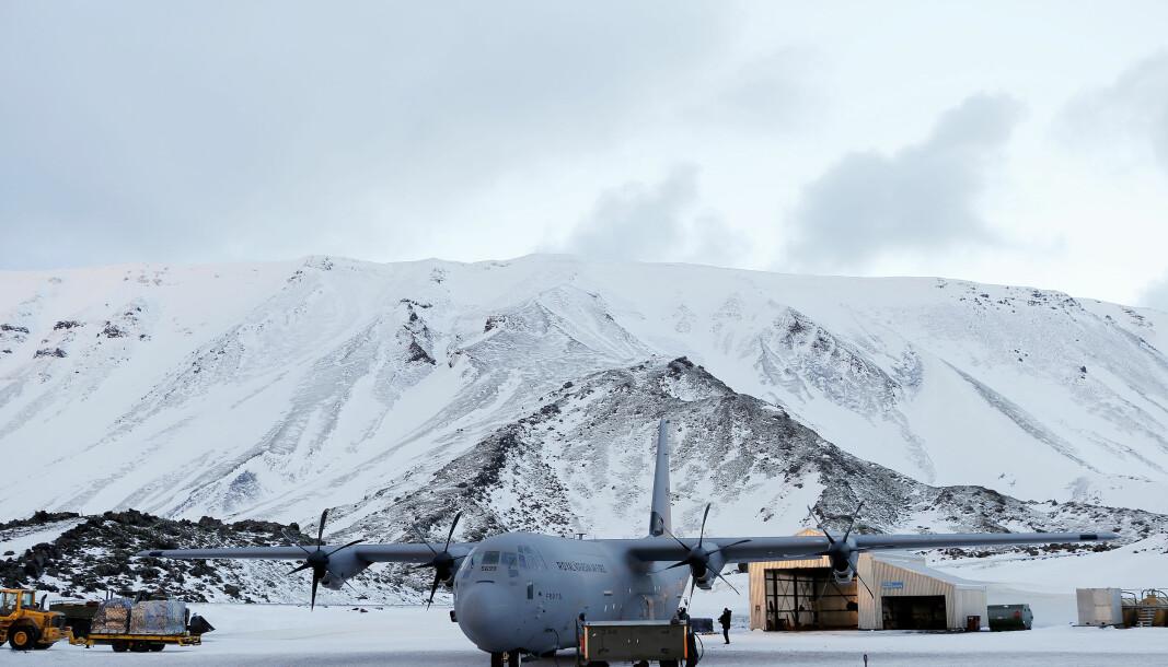 Lossing av C-130J Hercules på Jan Mayen.