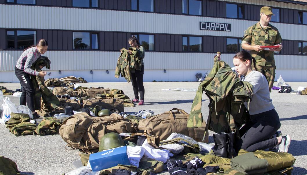 Rundt 80 rekrutter hadde innrykk på Heimevernets rekruttskole i Porsangmoen i forrige uke. Nå starter også innrykkene i Hæren.