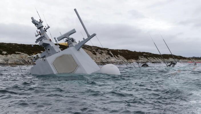 FORLIS: Den havarerte fregatten KNM Helge Ingstad fotografert onsdag 14. november.