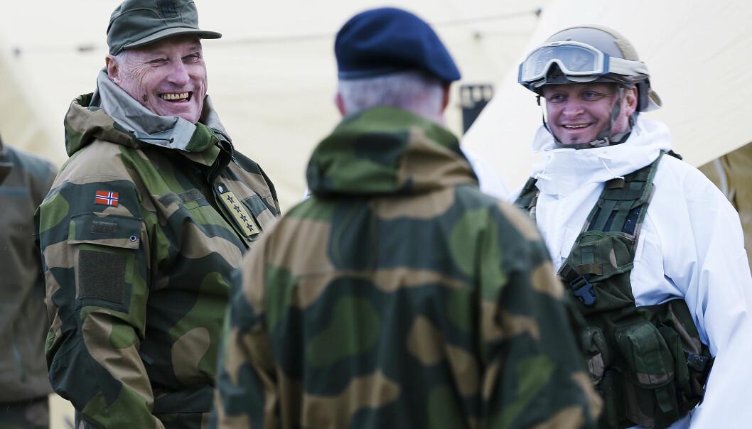 HM Kong Harald under besøket på vinterøvelsen Cold Response i Trøndelag i 2016.